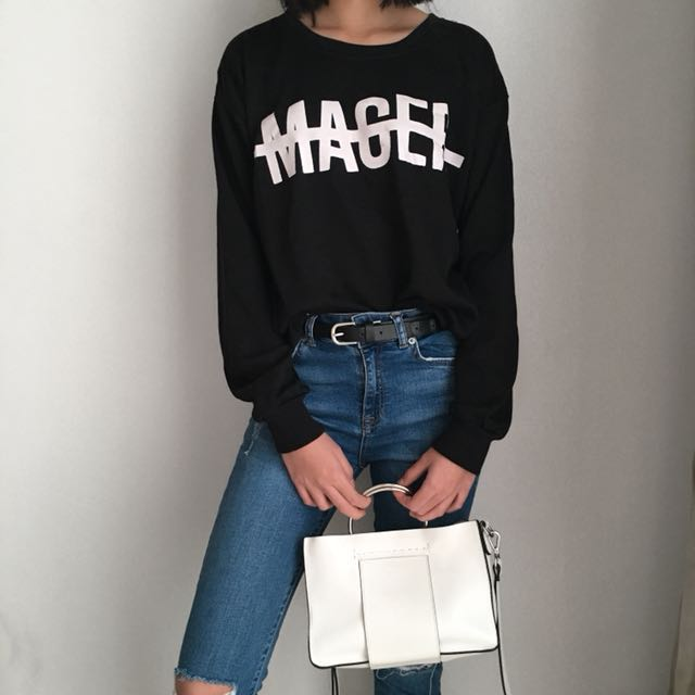MAGER Sweater
