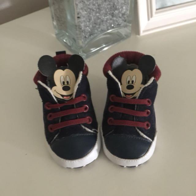 Newborn shoes (Disney Baby)