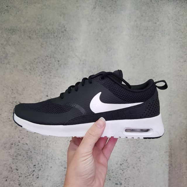 Nike Air Max thea size 7us