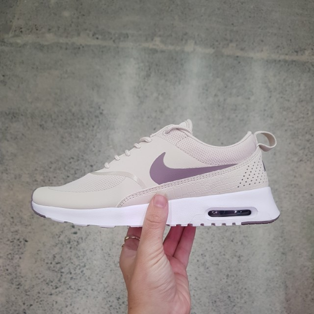 Nike Air Max thea size 8us