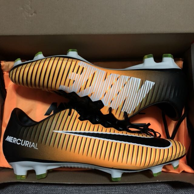 huge discount 6fc57 332aa Nike Mercurial Vapor XI FG Laser Orange, Sports, Sports   Games Equipment  on Carousell