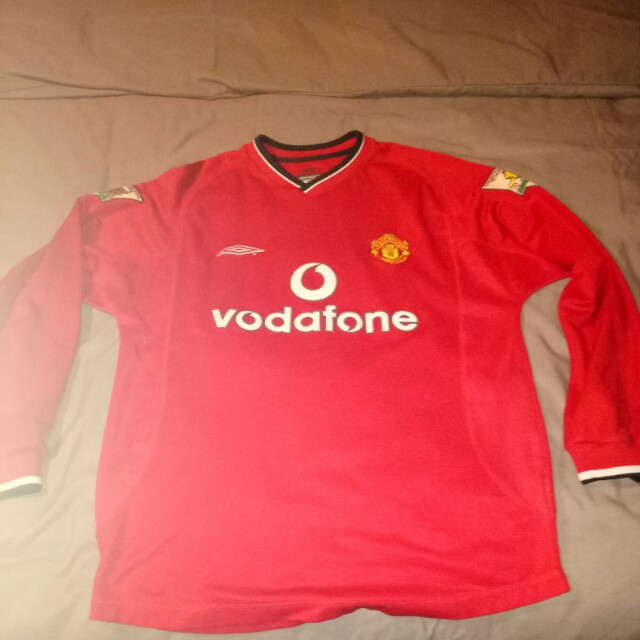 edfa42218 Preloved Original Manchester United Jersey 1999 2000