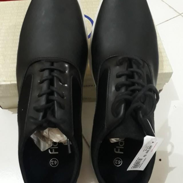 Sepatu fladeo 42