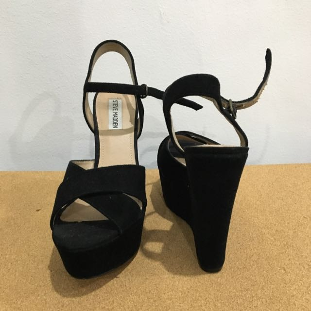 Steve Madden Black Suede Wedges, Preloved Women's Fashion, Shoes on  Carousell