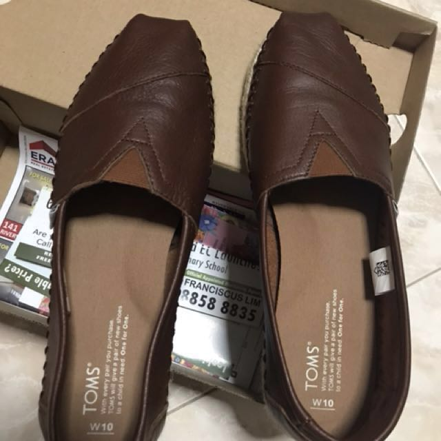 f8c8e8b0509b3 TOMS Leather shoes