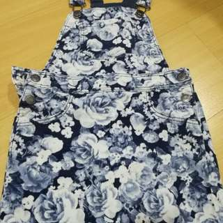 Authentic H&M girl dress , suitable for 6 to 7 yo