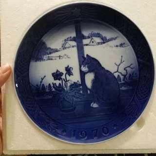 Copenhagen porcelain plate w cat design