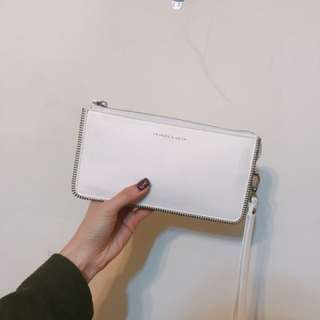 Charles and Keith 白色clutch bag(連塵袋)