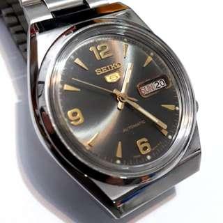 SEIKO 5 Automatic watch  bezel 37mm  21 jewels Date & Day display calendar