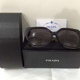 Authentic Prada sumglass!!