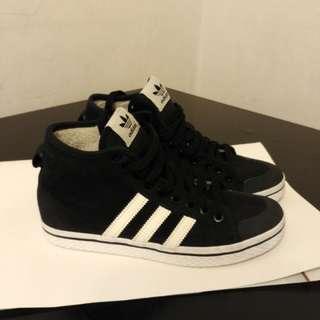 Adidas鞋