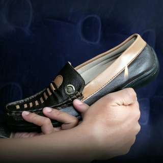 Sepatu kulit asli baru original brand versace view