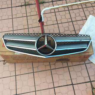W207 grille