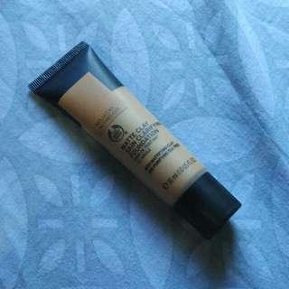 The body shop skin clarifying matte clay foundation molucan nutmeg