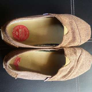 Wakai brown slip on