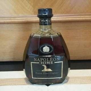 已降價舊裝青樽 Hine Napoleon 40% 70cl Cognac Brandy 御鹿拿破侖级干邑拔蘭地