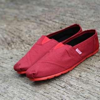 Sepatu Wakai Merah maroon