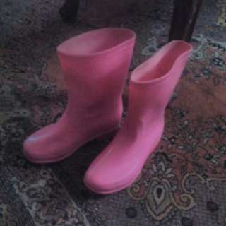 Pink rain boots 34