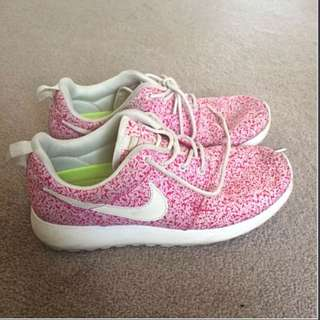 Speckled Nike Roshes (no longer sold in stores) size 37-38