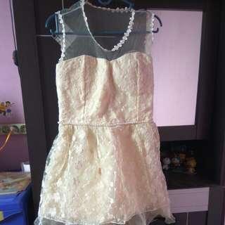 Gaun putih tulang