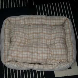 Dog bed (used once, good condition)