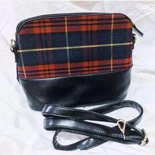 Flanel sling bag
