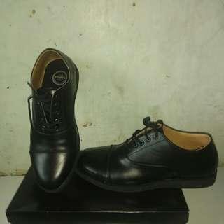 Sepatu pentopel pria