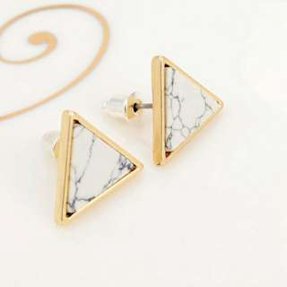 Triangle earring / anting