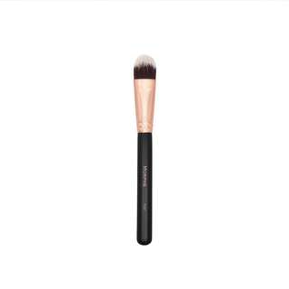 ✨ INSTOCK SALE: Morphe brushes R30 - OVAL FOUNDATION