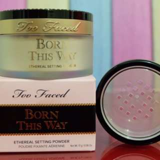 Too Faced Born This way Ethereal setting powder ( Best seller!)