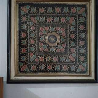 Hiasan Dinding khas Minangkabau ukuran 65x65cm.