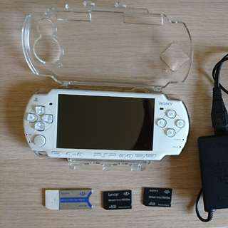 Psp 2006 with memory sticks and adapter + battery