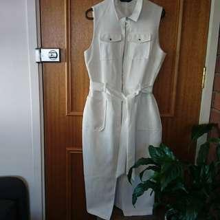 White dress / over coat