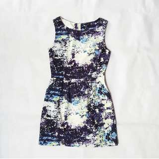 Abstract print dress with front pockets
