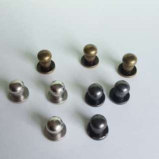 Set of 5 pcs. Small Button Stud