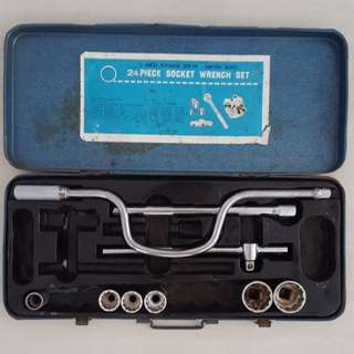 24 Piece Socket Wrench Set