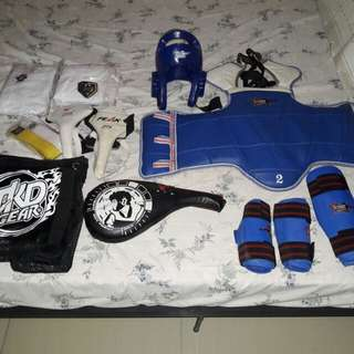 Taekwondo gear set and uniform