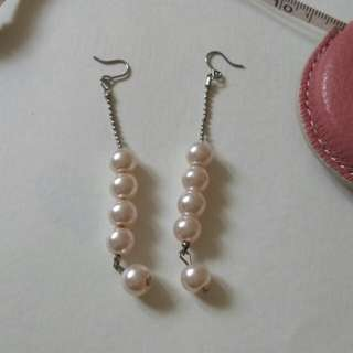 粉紅珠吊耳環