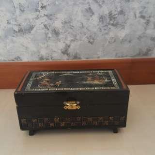 Vintage Jewelry/Musical Box
