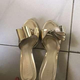 Vincci Gold Sandals