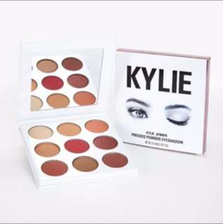 """🎀INSTOCK🎀 """"The Burgundy Palette"""" by Kylie Kyshadow Palette"""