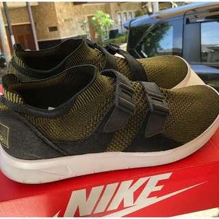 Like NEW! Nike Sockracer Flyknit Authentic