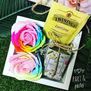 Promotion: Rainbow roses gift box