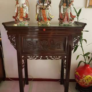 Real hard wood consol which can be used as an altar. Come with glass top