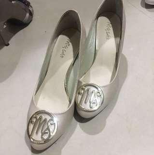 🚚 MissSofi米色高跟鞋