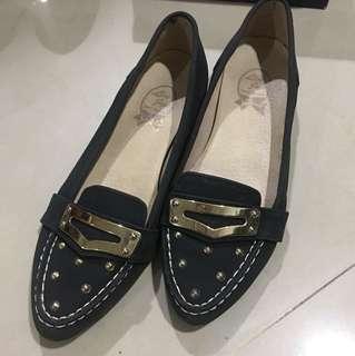 🚚 質感休閒鞋