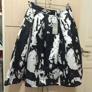 Black and white flare skirt