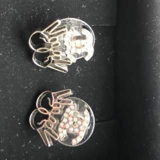 Chanel CC logo V 手勢 earrings 銀色有石
