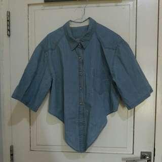 Baju atau atasan warna jeans