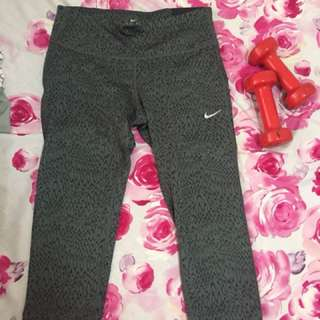 Nike Capri Leggings Small